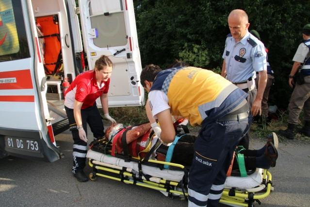 Otomobil şarampole devrildi: 2 ölü,2 yaralı