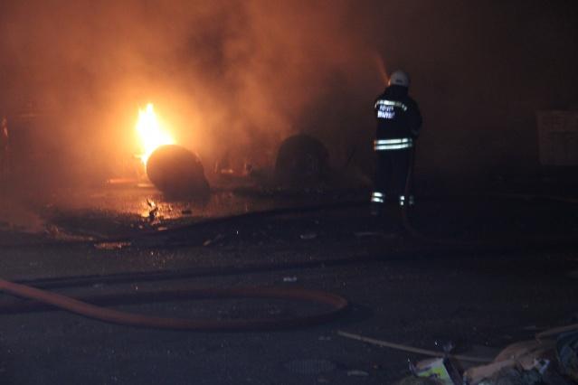Kıvılcımdan ateş alan otobüsler alev alev yandı