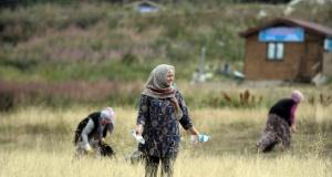 Uludağ'da kadın temizlik timi işbaşında