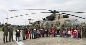 Bursa'da şehit ve köy çocukları helikoptere bindi