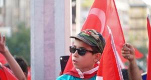 Bursalılar Demokrasi Nöbeti için meydanlarda