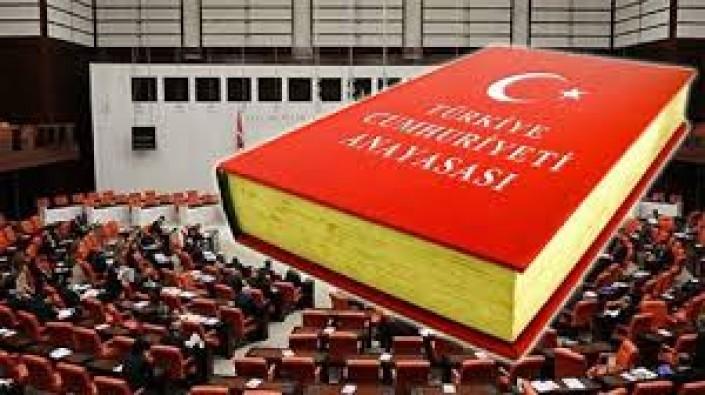 Anayasa değişsin, değişmeli…