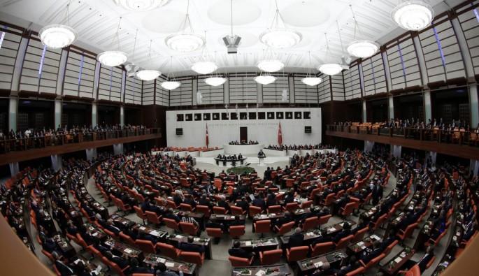 Anayasa teklifinin oylanmasına ara verildi