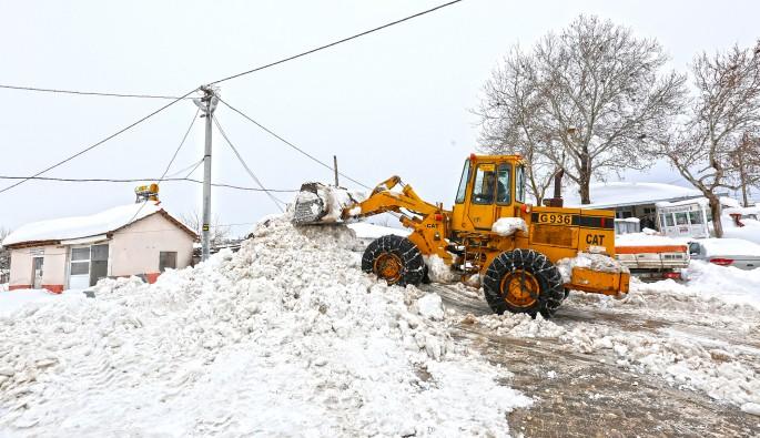 Bursa'da 2 metreyi geçen karda zorlu mücadele