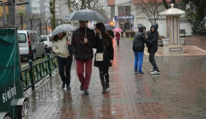 Bursa'da ani bastıran yağmur zor anlar yaşattı