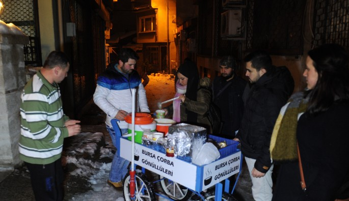 Bursa'da dondurucu soğukta anlamlı yardım