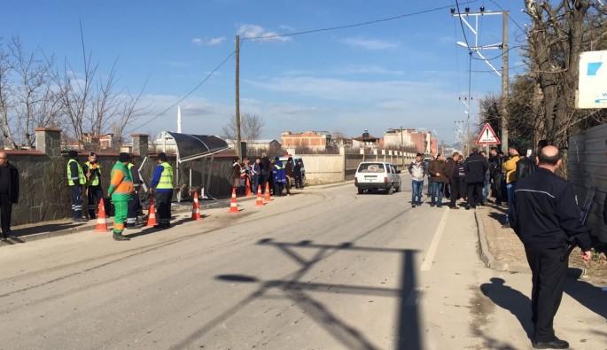Bursa'da otomobil otobüs durağına daldı: 1 ölü
