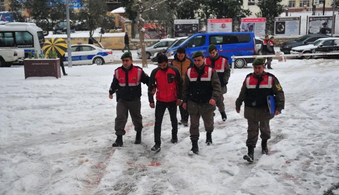 Bursa'da terör örgütü propagandası yapan kişiler adliyeye sevk edildi