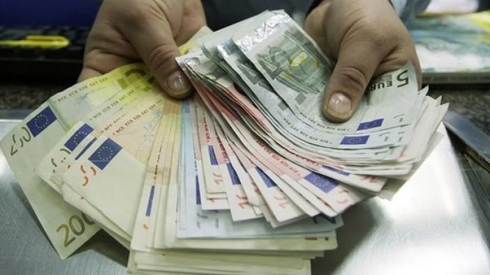 Euro tarihinde ilk kez 4 TL'yi aştı