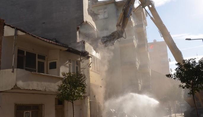 Gemlik'te binalar yıkılıyor