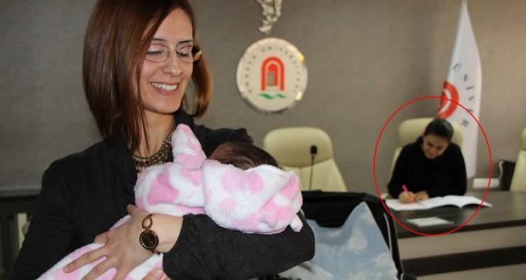Sınava giren annenin bebeğine hocalar baktı