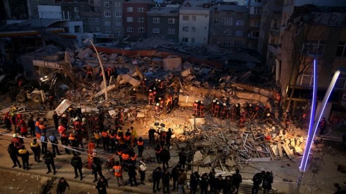 """Vali Şahin """"Çevredeki 21 bina tahliye edildi"""""""