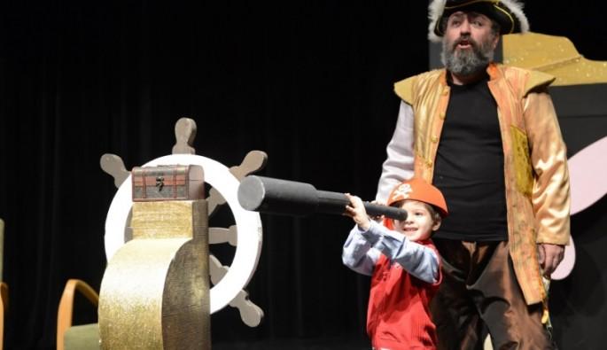 Yıldırım'lı çocuklardan 'Kuklacı Aranıyor' oyununa büyük ilgi
