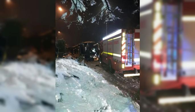 Yolcu otobüsü devrildi:2 ölü, 6 yaralı