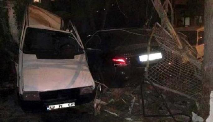 4 araca çarpan kadın sürücü ölümden döndü