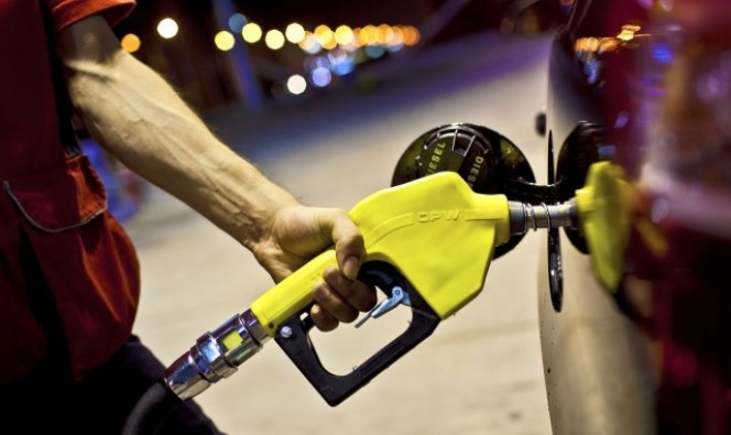 Benzinin pompa satış fiyatına indirim