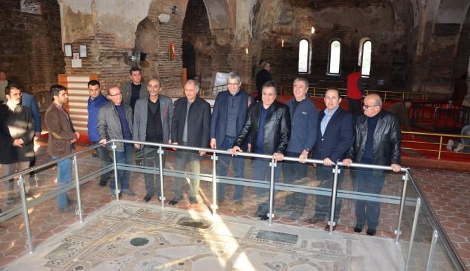 Eski İçişleri Bakanı Efka Ala İznik'e hayran kaldı