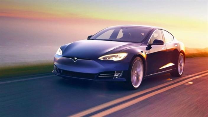 Tesla Model S dünyanın en hızlısı oldu
