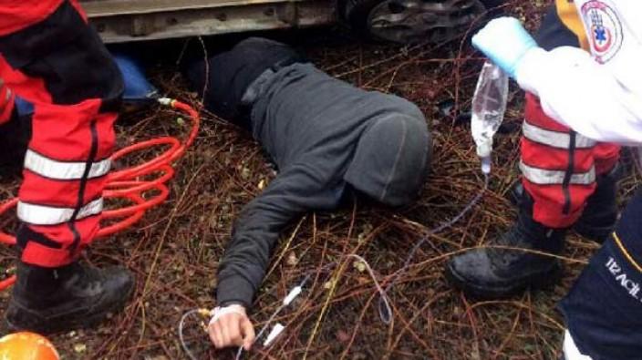 Araç altında sıkışan sürücü 9 saat sonra kurtarıldı