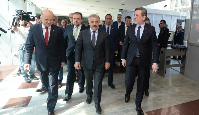 """Bakanı Ahmet Arslan: """"Bursa'yı Gemilik ve Bandırma'ya demiryolu ile bağlayacağız"""""""