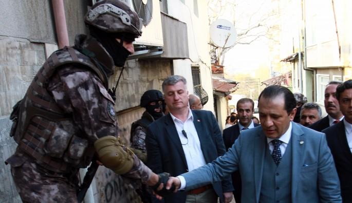Bursa'da hava destekli 2 bin polisle uyuşturucu operasyonu