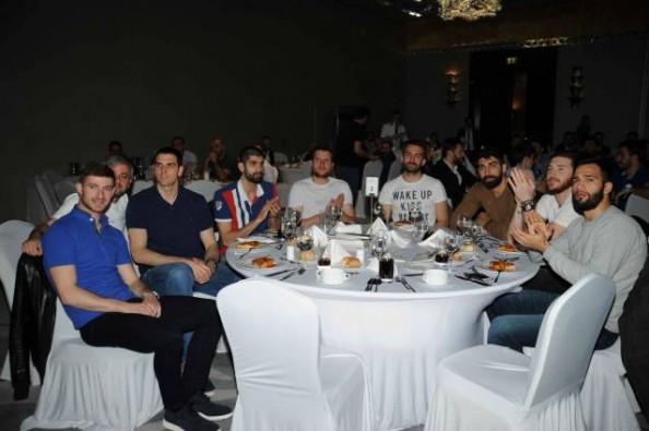 Bursaspor Durmazlar Play-Off öncesi moral yemeği yedi
