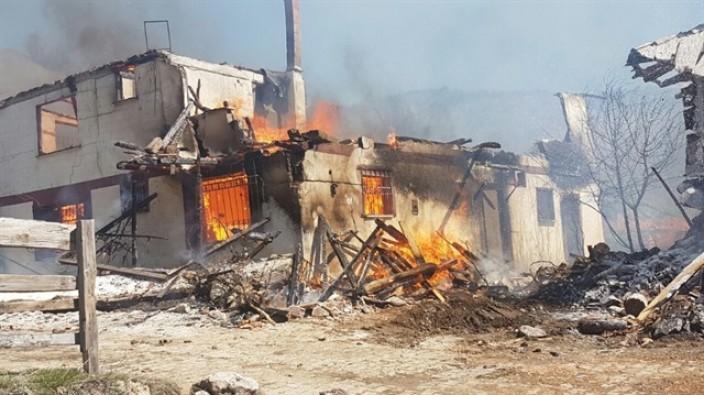 Çankırı'nın Serçeler köyünde yangın: 25 ev kül oldu