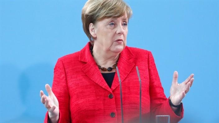 Merkel'den itiraf!