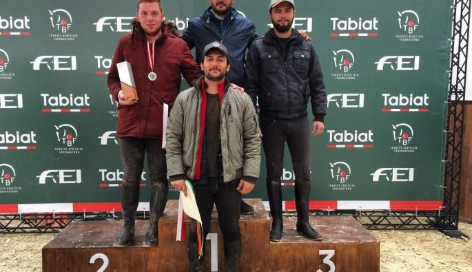 Uludağ Üniversitesi Atlı Dayanıklılık Ekibi'nden şampiyonluk geldi