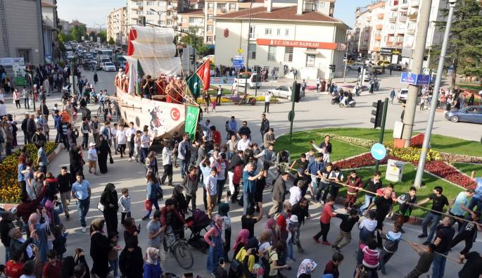 Bursa'da Fatih'in gemisini karadan yürüttüler