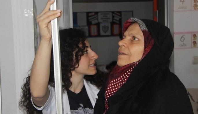 Bursa'da yüzlerce tıp öğrencisi hastaneyi köye taşıdı