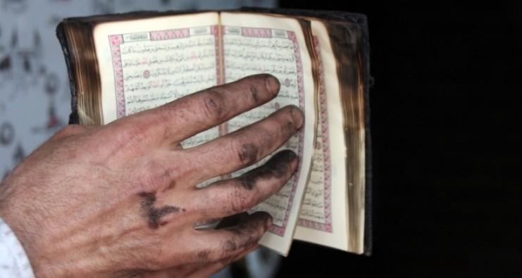 İş yeri tamamen küle dönerken, Kur'an-ı Kerim yanmadı!