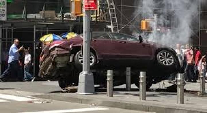 New York'ta dehşet: Araç yayalara çarptı