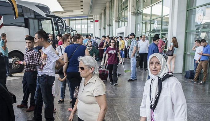 Bayrama sayılı günler kala otobüs biletleri tükendi