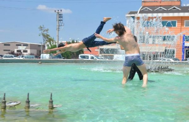 Bursa'da süs havuzunda tehlikeli serinlik