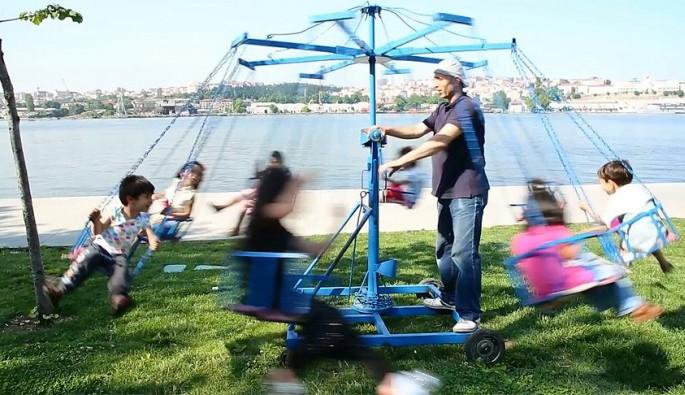 Çocukların 'mobil lunapark' keyfi