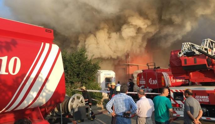 Fabrika yandı, vatandaş izledi