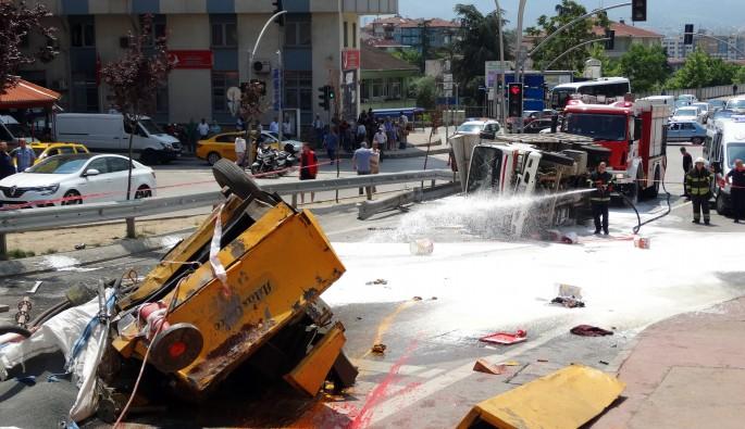 Freni patlayan kamyonet dehşet saçtı