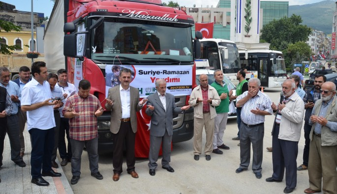 Gemlik'ten Suriye'ye yardım TIR'ı