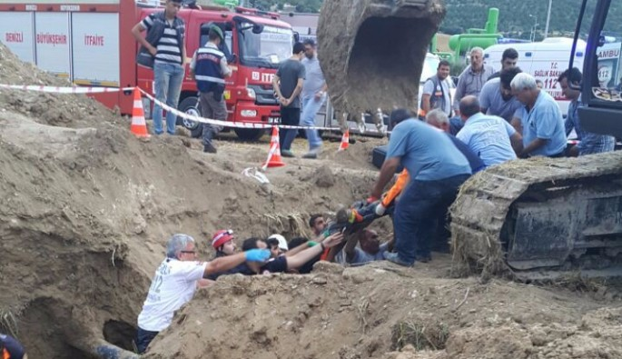 Kanalda toprak altında kalan işçi bir buçuk saat sonra kurtarıldı