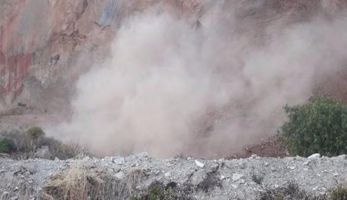 Kuşadası'nda taş ocağında heyelan