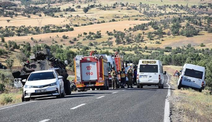 Lice'de polis aracı ile sivil araç çarpıştı! Ölü ve yaralılar var...