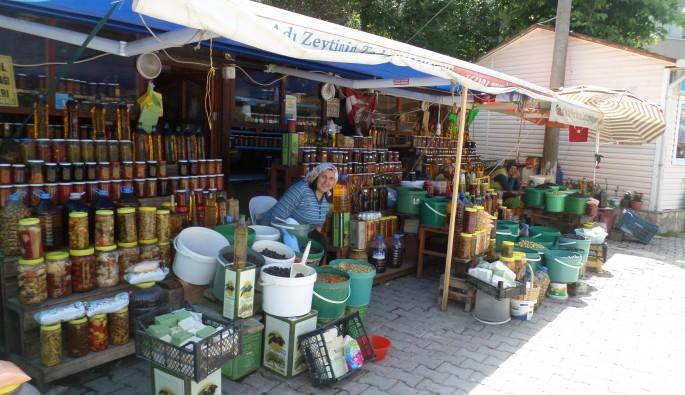 Trilye'deki zeytin ve zeytin ürünleri pazarı ilgi görüyor