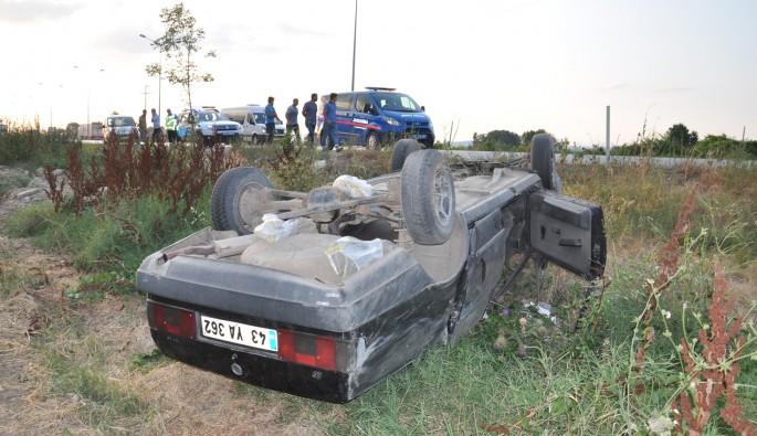 Aracın şaftına dolanan çuval kazaya sebep oldu: 4 yaralı