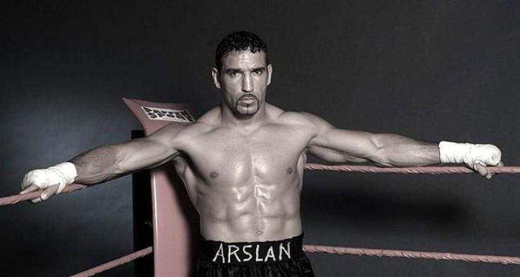 Arslan  Avrupa Şampiyonluğu kemerini taktı