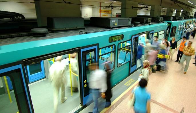 Bursa'da demokrasi nöbetinde metro seferleri ücretsiz