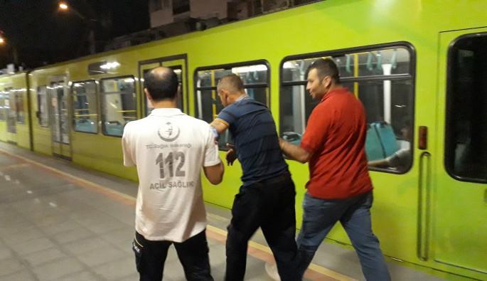 Bursa'da metroda bayıldı, herkesi ayağa kaldırdı