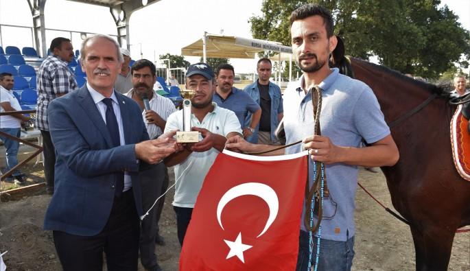Bursa'da rahvan atları 15 Temmuz anısına yarıştı
