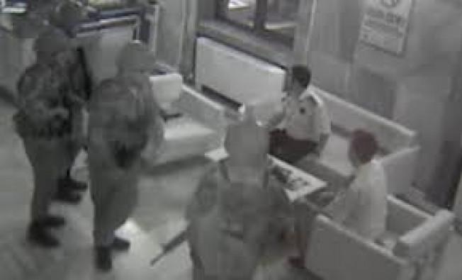 Darbeci hainlerin TRT Radyo binasının işgal etme anı kamerada