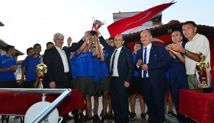 Edebali'den şampiyonlara kutlama